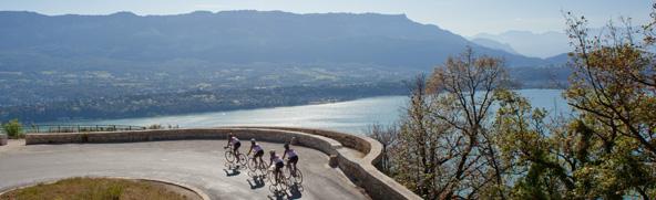 Route du col du chat, au dessus du Lac du Bourget.